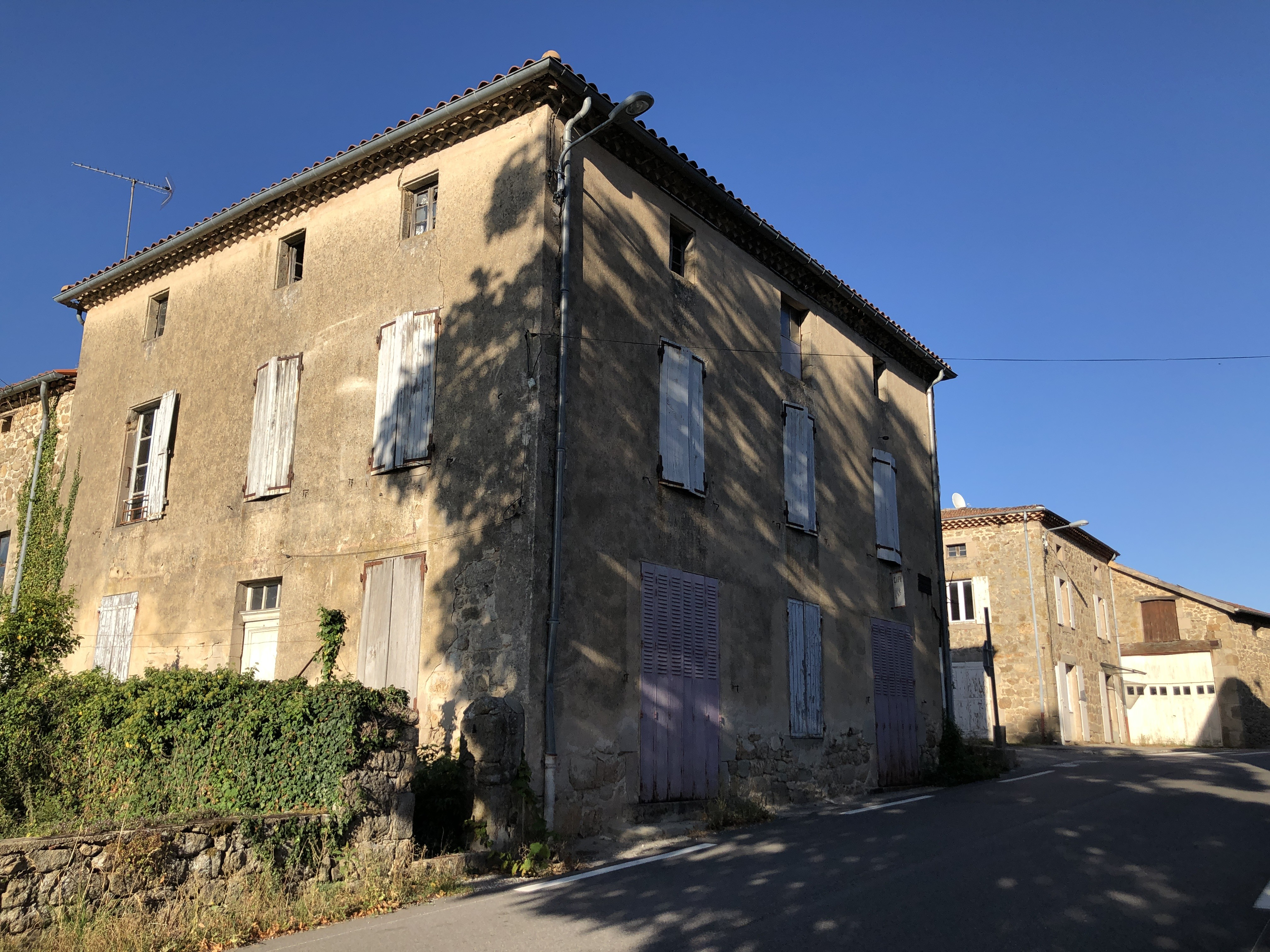Maisons du centre-village de Grozon