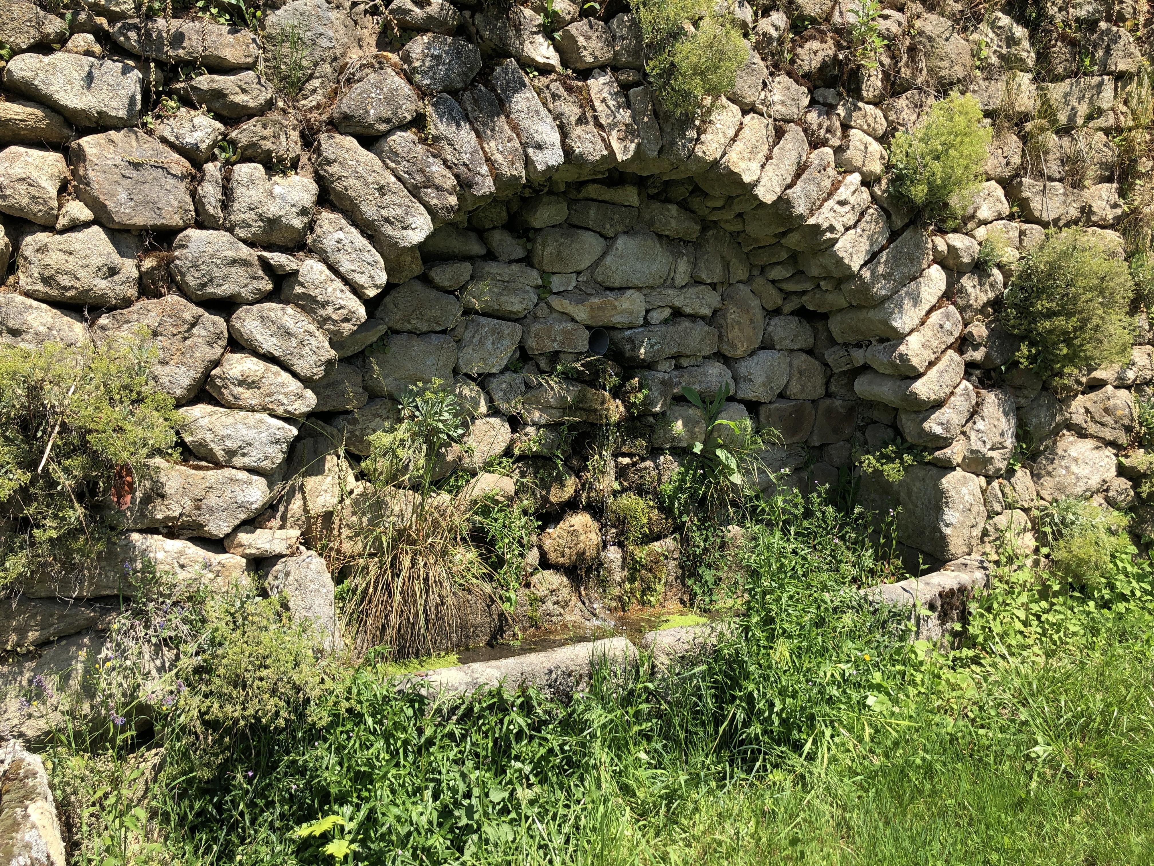 La fontaine du quartier de la Dame