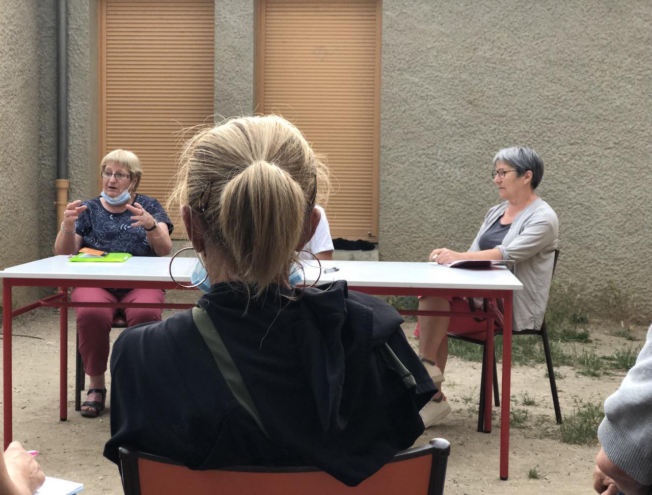 Mauricette Roche évoque le fonctionnement de l'Inter-Associations