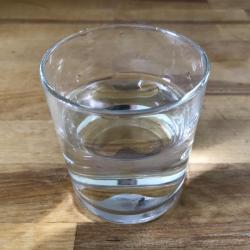 Verre d eau potable carre e