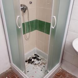 Vestiaire de l arbitre la douche carre e